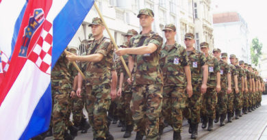 Hrvatska_vojska_odlučnim_korakom_stupa