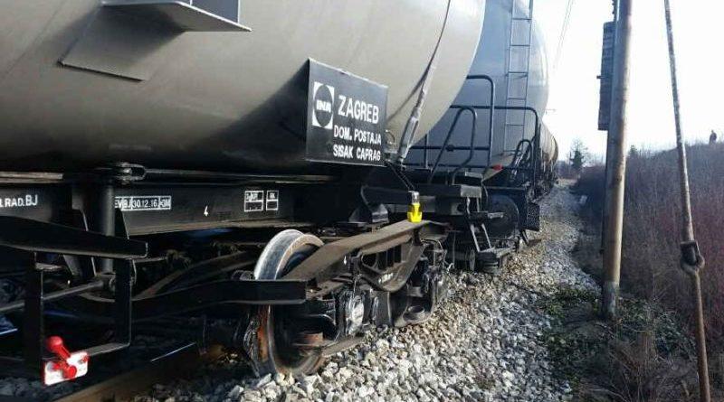 vlak-zvecaj