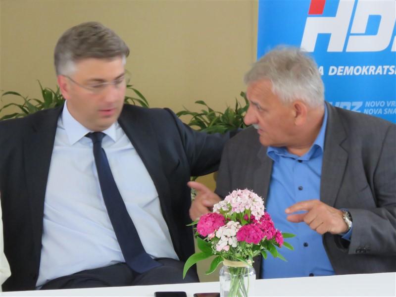 Plenki i Vučić