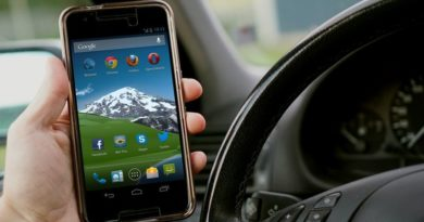 mobitel u autu