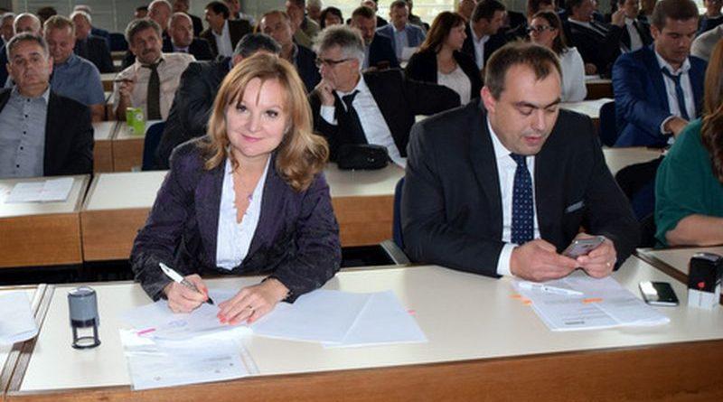 Vesna Hajsan na potpisivanju ugovora