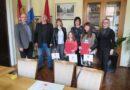 Gradonačelnik pohvalio uspjehe učenica Prve osnovne škole