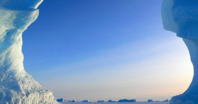 icebergs-429132_1280