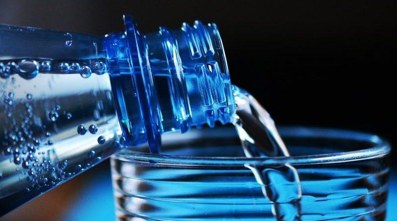voda čaša pitka