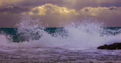 wave-1939190_1280