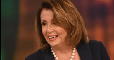 Pelosi poziva na progon zastupnika koji su pomogli napadačima na Kongres