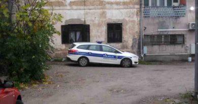 policija mivit dvorište