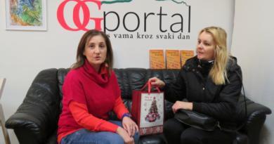 Kristini Grgurić uručen  poklon paket proizvoda od aronije