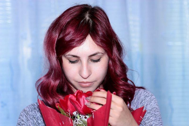 žena s cvijećem ist