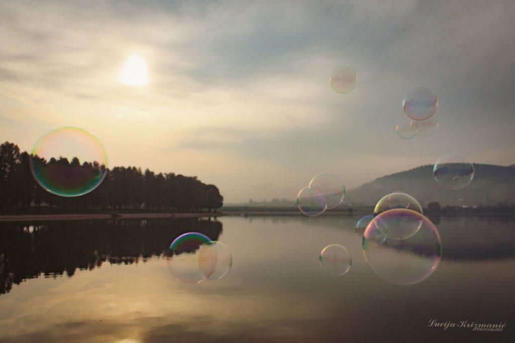Luce jezero i balončići v