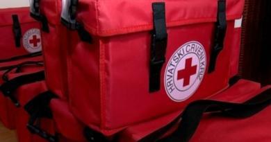 Migrantima u Vučjaku Crveni križ dostavio hranu
