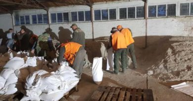 lovci pune vreće s pijeskom ist
