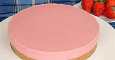 torta-od-jagoda-i-sira