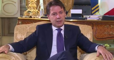 Conteova Pirova pobjeda: U Senatu prošao kroz iglene uši, vlada mu preživjela uz asistenciju 'VAR-a'