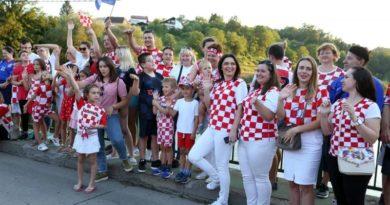 Ozalj: Velikom hrvatskom zastavom na mostu obilježen Dan zajedništva