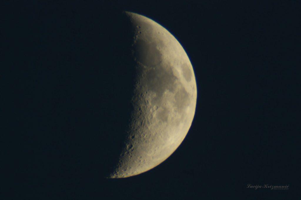 luce mjesec v