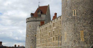 Krule – Razgovor između kraljice Elizabete 2. i njenog unuka Harryja