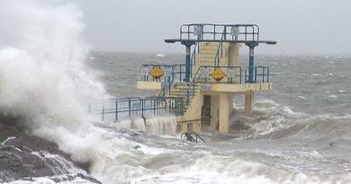 Oluja Dennis i dalje prijeti