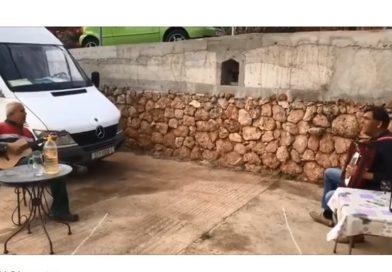 VIDEO Pogledajte kako dva Hvaranina pjevaju i nazdravljaju, ali sve prema pravilima!