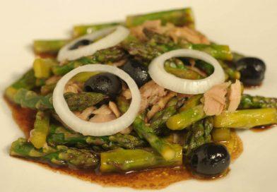 Topla salata od šparoga i tune