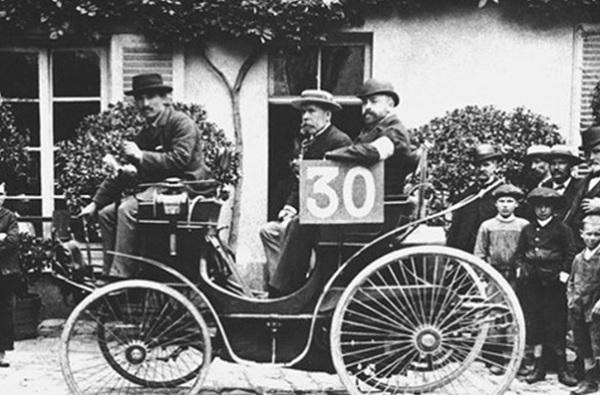 Prva-autoutrka.jpg