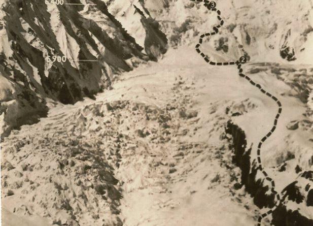 Annapurna I sa ucrtanim smjerom uspona koju je snimio član ekspedicije