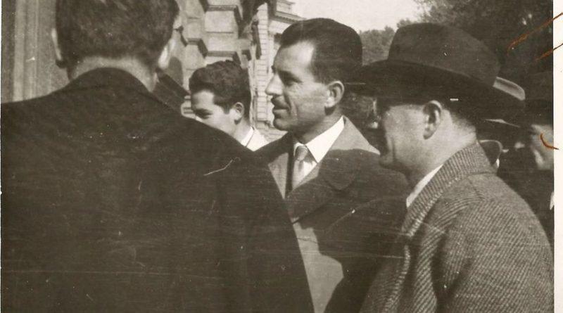 Maurice Herzog pred ulazom u hotel Palace u društvu domaćina