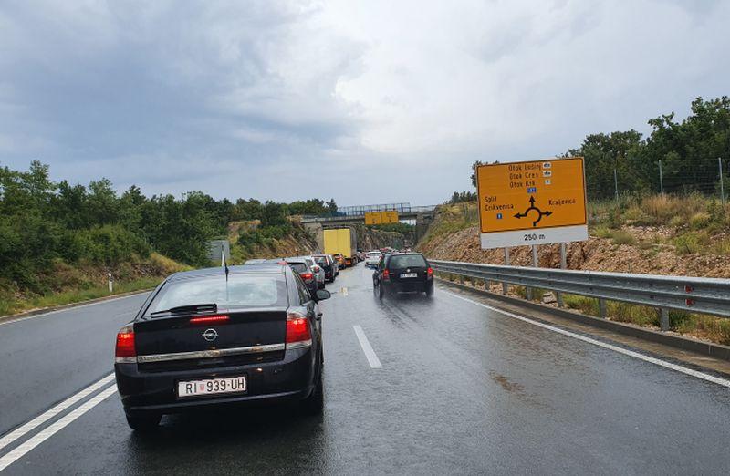 Gužve na cestama prema moru, kilometarska kolona u Lučkom, dodatni problemi zbog prometne između Jaske i Karlovca
