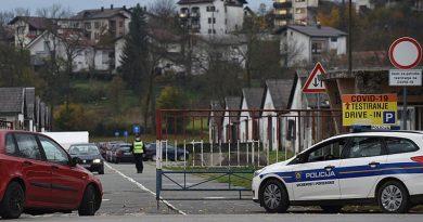 """Velika gužva i danas na karlovačkom """"Korona Drive-u"""" u Luščiću – čeka se satima, neki se pitaju zašto nema sanitarnog čvora?!"""