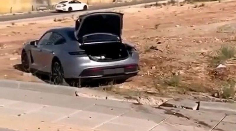 Porsche-Taycan.jpg