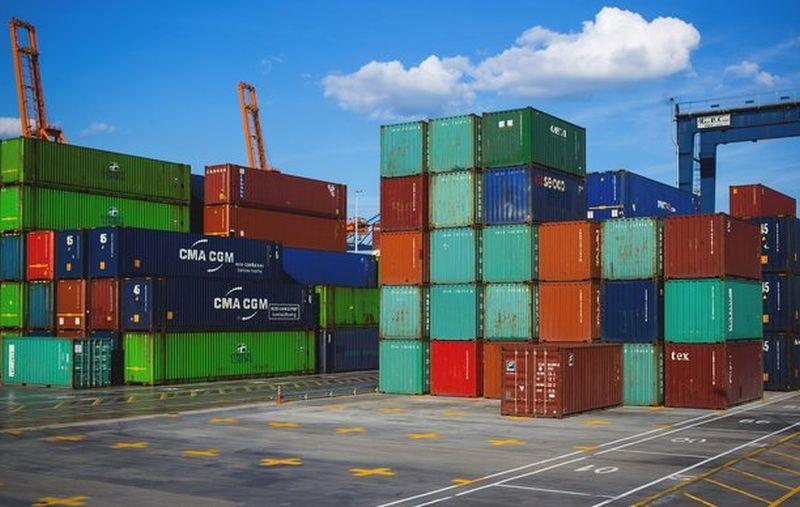 kontejneri teret brod luka ist