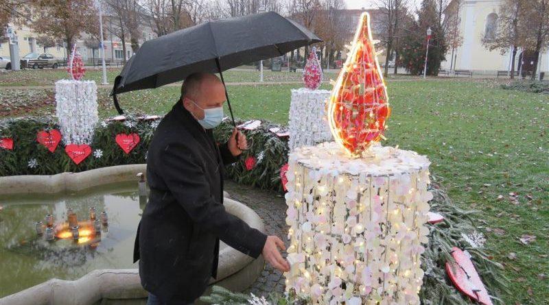 Zapaljena prva adventska svijeća