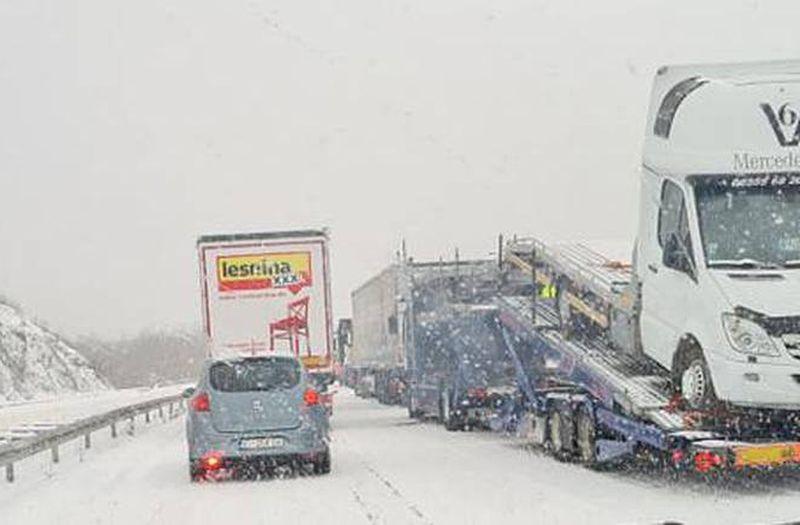 snijeg na cesti ist