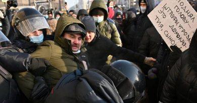 Podrška Navaljnom: Stotine prosvjednika uzvikuje ' Putin je lažov', policija ih mlati i uhićuje