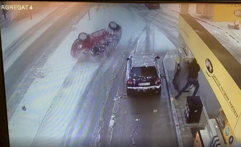 prevrnuo auto ist