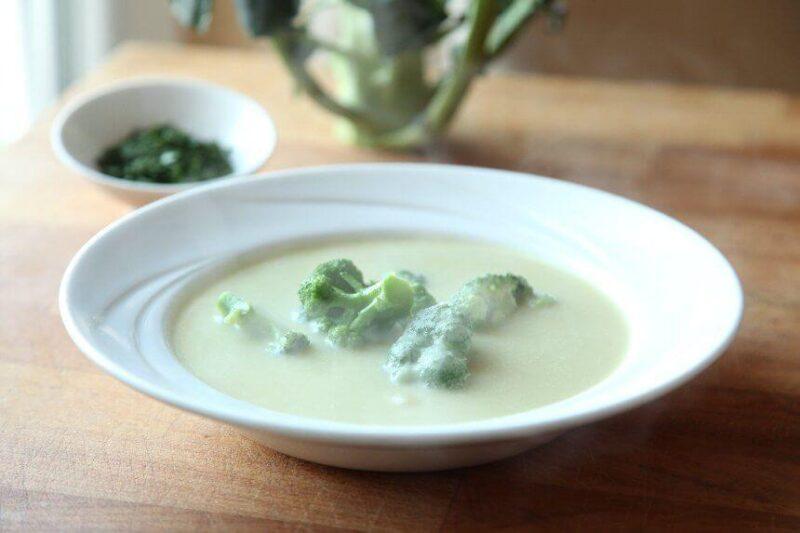 Krem-juha-od-krumpira-poriluka-i-brokule-s-vrhnjem-za-kuhanje